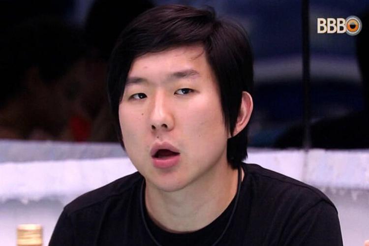 BBB20: Pyong Lee quase esquece de tirar sunga para tomar banho e ainda sente efeitos do confinamento