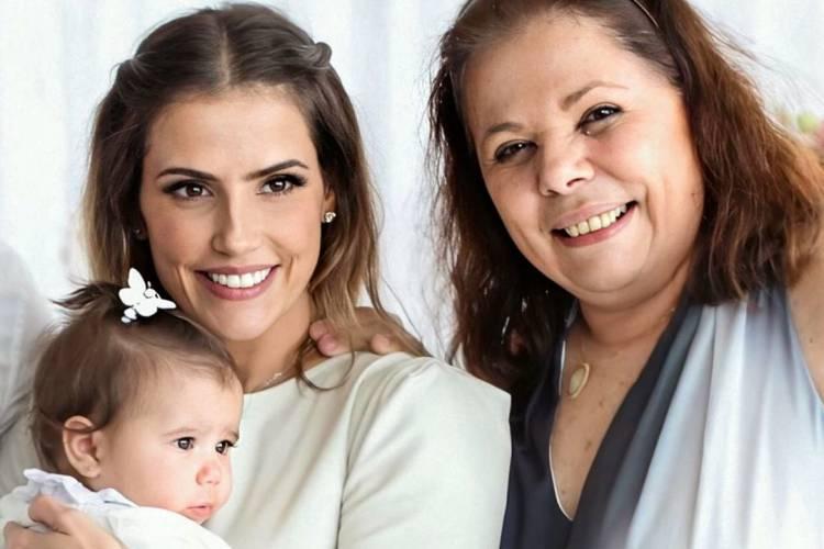 """Deborah Secco homenageia a mãe: """"Minha leoa"""""""