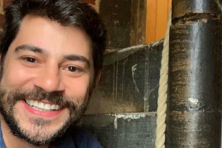 """Evaristo Costa manda indireta para Globo em legenda e fãs comentam: """"Debochado"""""""