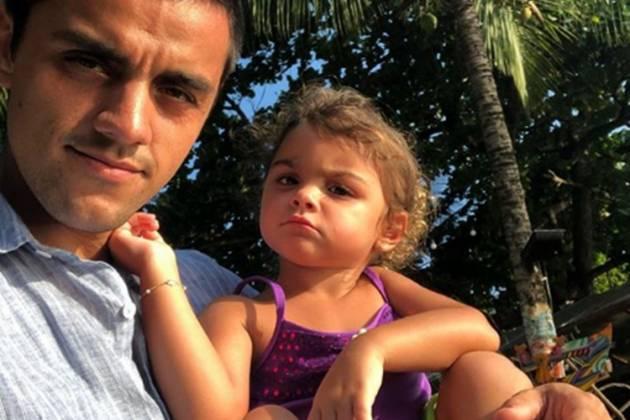 Felipe Simas e filha Maria reprodução Instagram