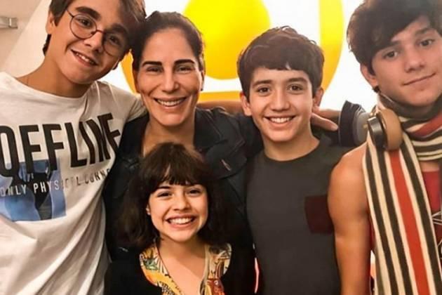 Glória Pires e elenco infanto Juvenil de Éramos Seis reprodução Instagram