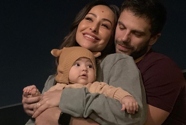 Sabrina Sato emociona web com imagens de Zoe bebê