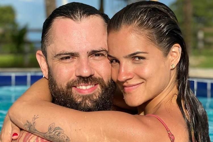 Esposa do sertanejo Mateus recebe críticas ao fazer 'agradecimento ao coronavírus'