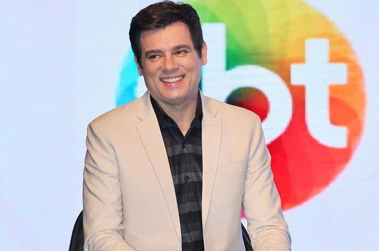 Depois de ataques, Celso Portiolli sai em defesa da TV Globo