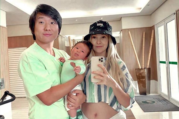 Pyong Lee e esposa mostram o filho Jake dando seus primeiros passinhos, confira!