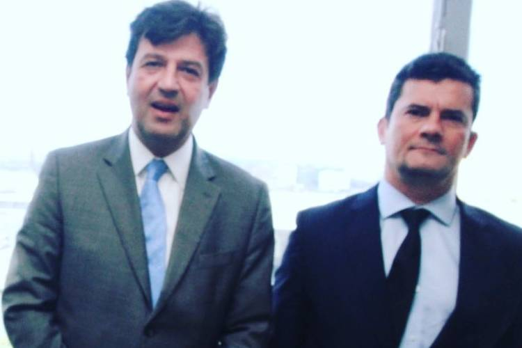 """Após demissão, Henrique Mandetta manda recado a Sérgio Moro: """"Outras lutas virão"""""""