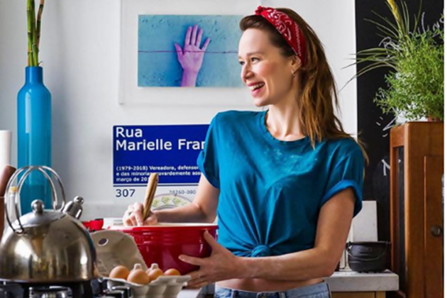 Mariana prepara marmitas em dia como voluntária (Foto: Reprodução/Instagram)
