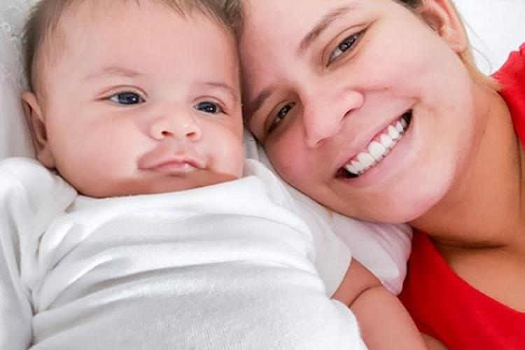 Sertaneja Marília Mendonça reage em meio a problema sobre amamentação do filho, Leo