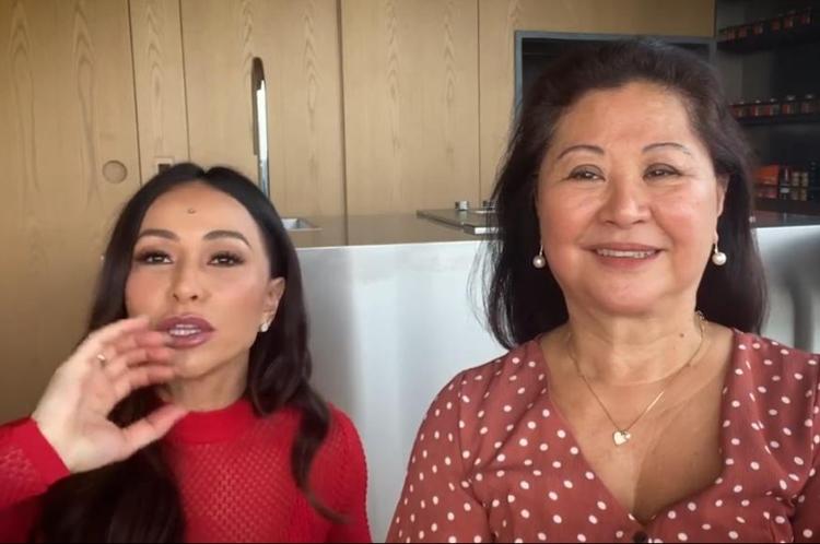 Sabrina Sato se diverte com a mãe e dá dicas para seguidores