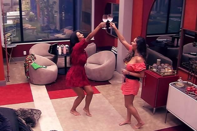 Gizelly e Ivy comemoram no Quarto do Líder: 'Tiramos o homem' — Foto: Globo