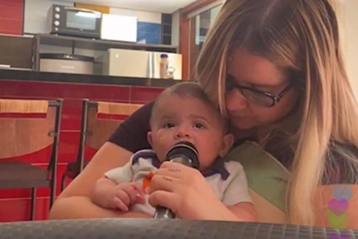 A cantora sertaneja Marília Mendonça e o filho Leo - Reprodução: Instagram