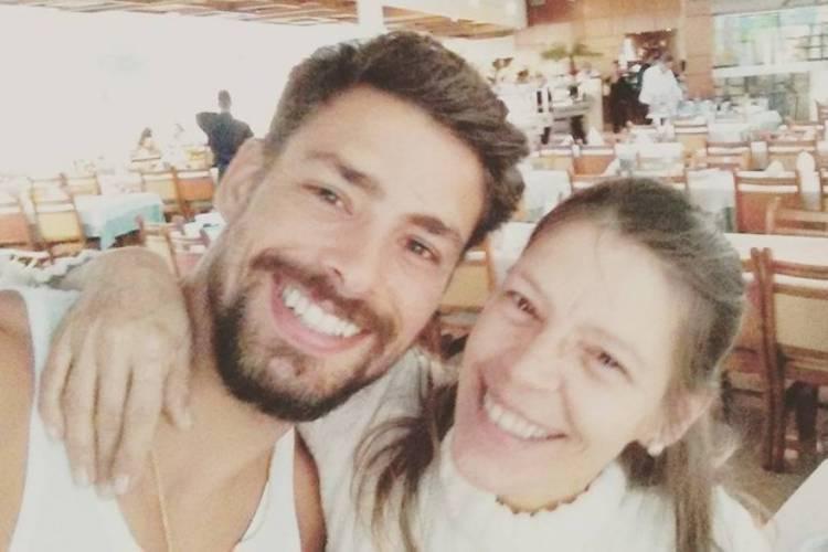 """Cauã Reymond relembra câncer da mãe: """"Foram cinco anos de luta"""""""