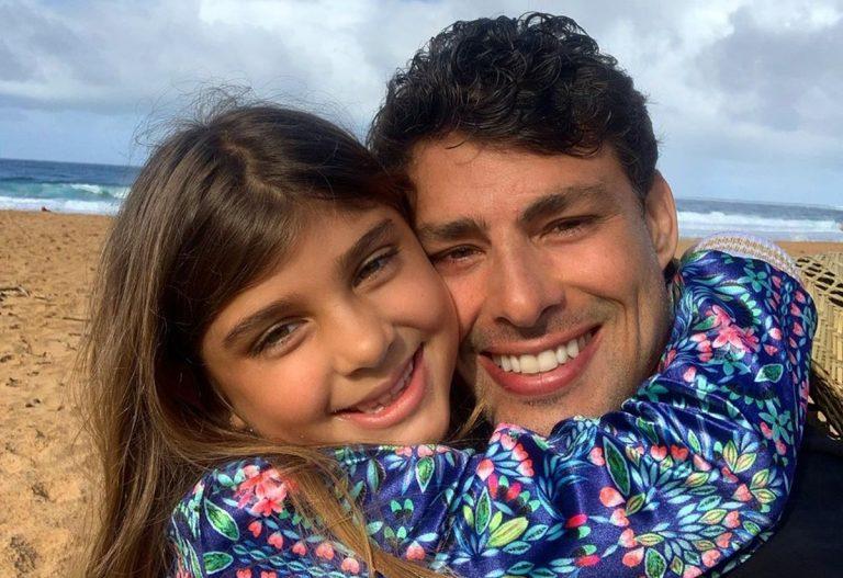 Cauã Reymond se derrete com a filha no dia do aniversário