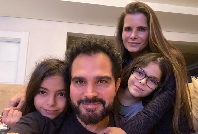 Mulher de Luciano é atacada na web ao postar foto com a família incompleta