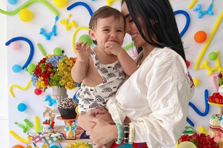 """Jade Seba mostra detalhes da festa de 1 ano do filho:""""Vibrando amor e paz"""""""