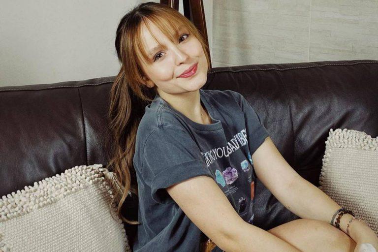 Larissa Manoela relembra foto vestida de Emília do 'Sitio do Picapau Amarelo'