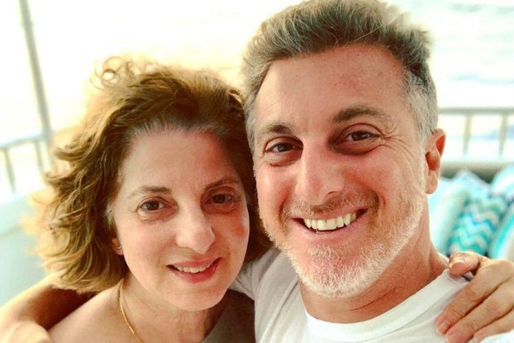 """Luciano Huck presta homenagem emocionante para a sua mãe: """"Amor supera qualquer distância"""""""