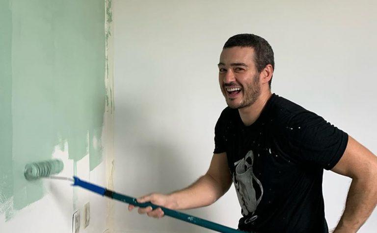 Em quarentena, Marcos Veras usa talento para preparar quarto do filho