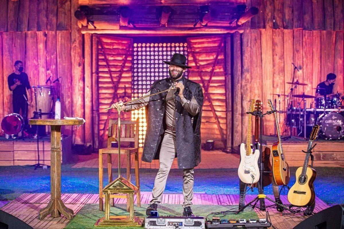 O cantor sertanejo Gusttavo Lima, durante a sua live na Band - Reprodução: Instagram
