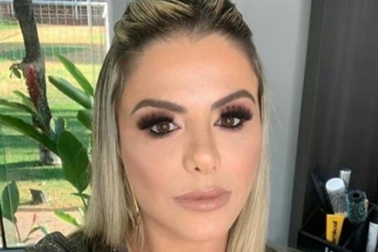 """Poliana Rocha compartilha momento íntimo e lamenta: """"Não existia corona"""""""