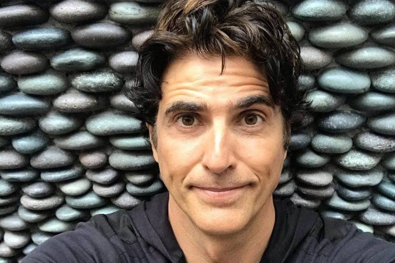 Reynaldo Gianecchini arranca elogios ao surgir com cabelos grisalhos