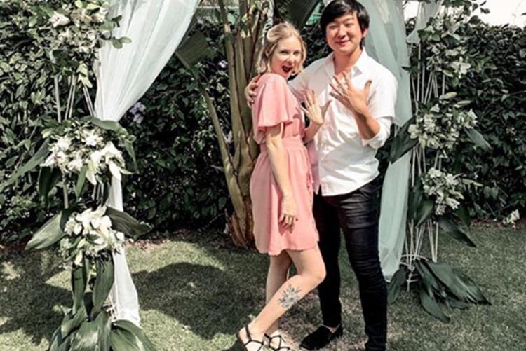 Pyong Lee compartilha clique do casamento e se declara a esposa