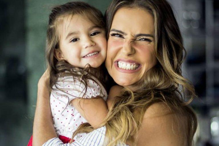 Deborah Secco revela que teve depressão durante a gravidez de Maria Flor