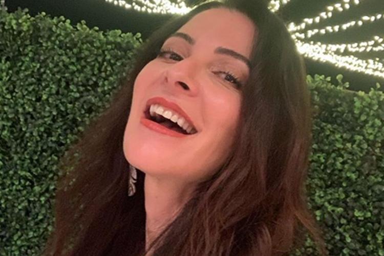 Ana Paula Padrão compartilha clique raro ao lado do namorado