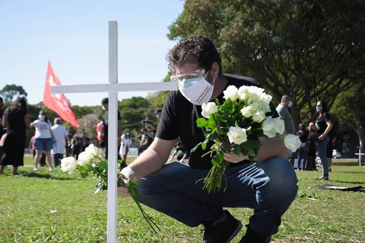 Hoje no Brasil: Covid-19 faz mais 1.029 vítimas e Ato em São Paulo faz homenagem a trabalhadores mortos pela doença