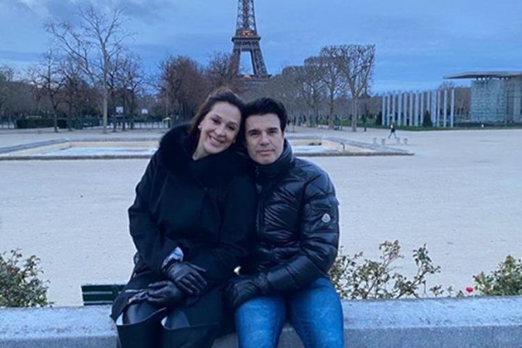 Cláudia Raia e seu marido Jarbas Homem de Mello surgem em clima de romance