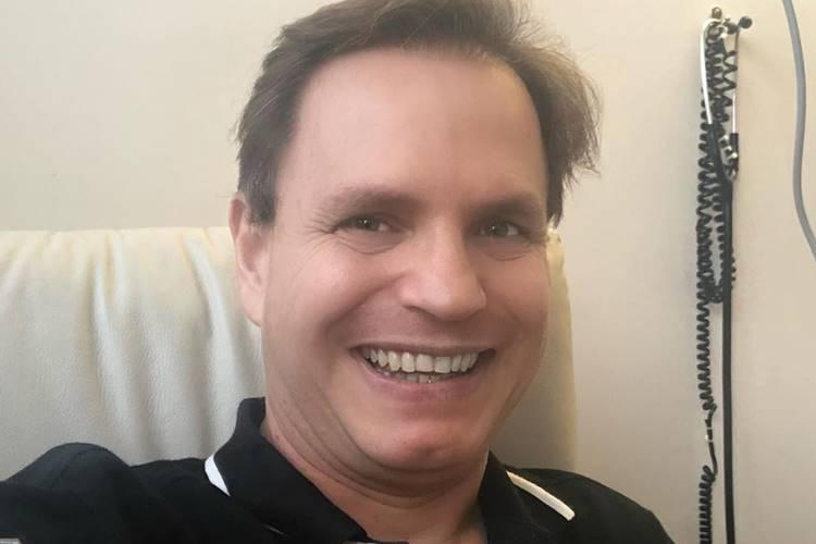 """Ex-Polegar recebe alta após enfrentar o coronavírus e alerta: """"Não é brincadeira"""""""