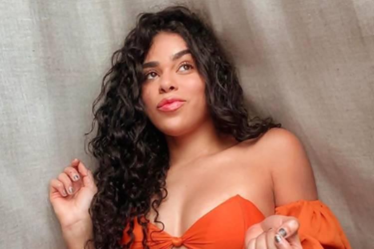 Ex-BBB Elana revela detalhes da relação com Whindersson Nunes