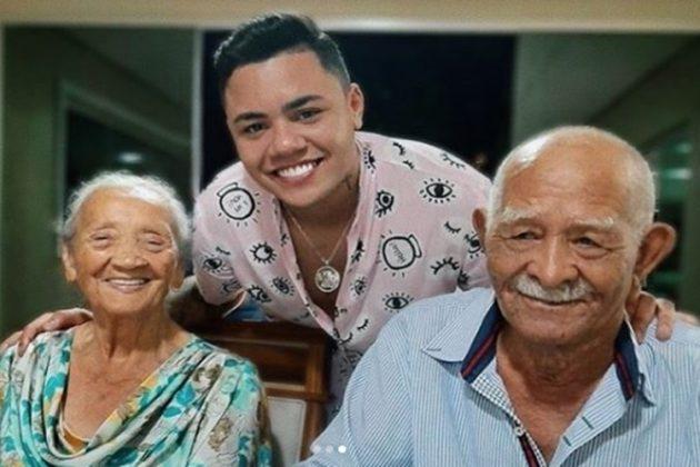 Felipe Araújo e seus avós reprodução Instagram