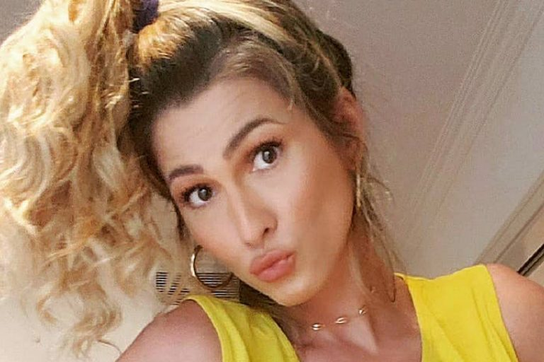 Lívia Andrade ostenta corpão e reage a grande alerta feito por internauta