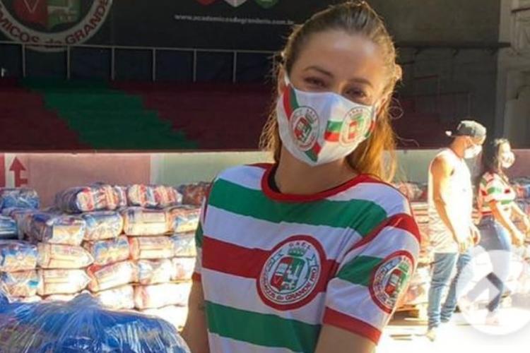 Paolla Oliveira emociona com campanha para doação no Rio de Janeiro em plena quarentena