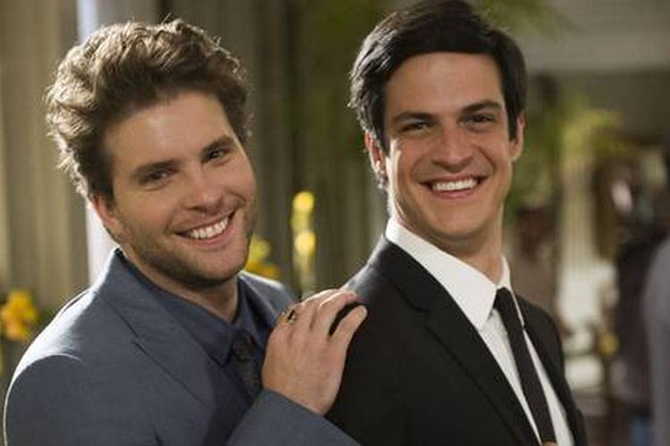 Mateus Solano relembra bastidores após primeiro beijo gay com Thiago Fragoso na Globo