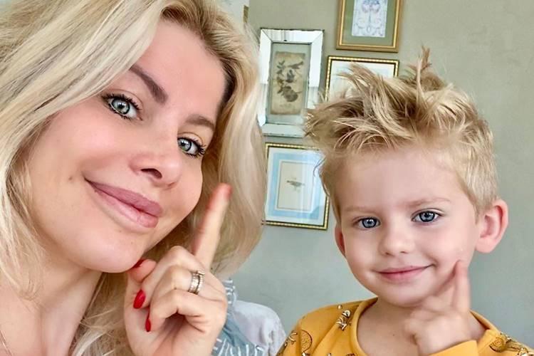 """Karina Bacchi comenta sobre educação do filho: """"Menino doce e feliz"""""""