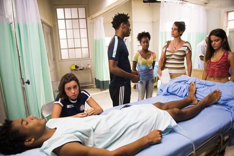 Totalmente Demais - Wesley fica paraplégico ao ser atropelado por Durão e Machado (Globo/João Miguel Júnior)