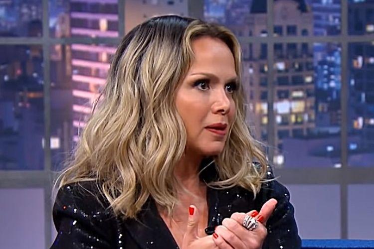 Eliana conta para Porchat que já foi confundida com a cantora Sandy