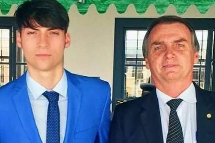 Filho de Bolsonaro está curado do coronavírus após uso de cloroquina, revela ex-mulher do presidente