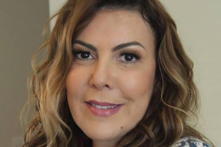 Atriz Claudia Lira entra com ação na Justiça após ficar entre a vida e a morte durante cirurgia