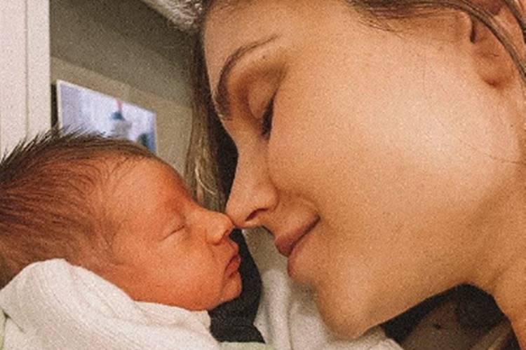 Flávia Viana posta foto com Gabriel no colo e manda recado para mamães