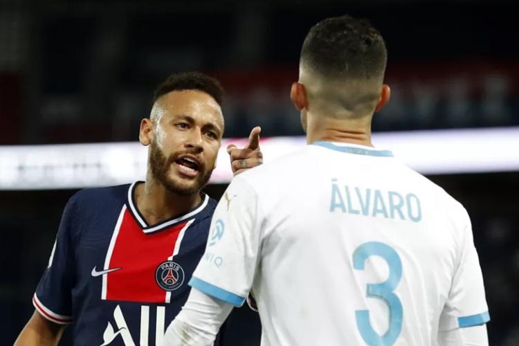 Neymar Jr. se envolve em confusão ao protestar contra racismo