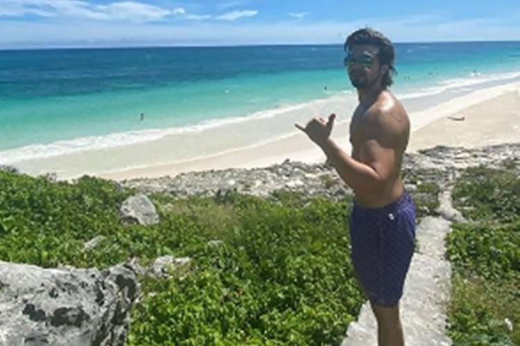 Após término de relacionamento com Jade Magalhães, Luan Santana curte praia no México