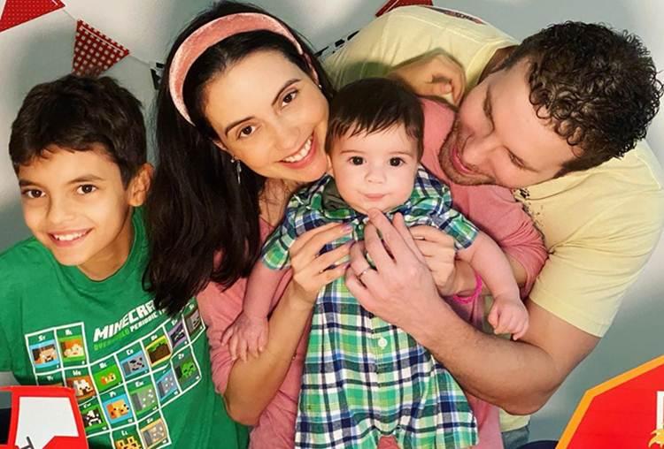 Thiago Fragoso comemora seis meses do filho caçula