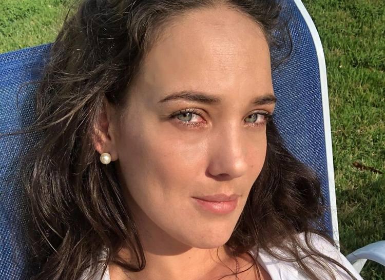 Adriana Birolli usa foto de nudez para protestar contra caso Mariana Ferrer