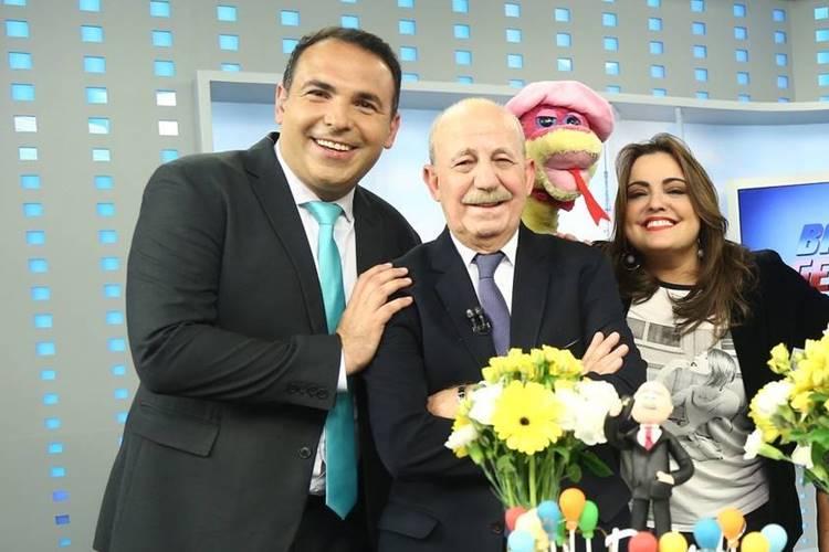 Renato Lombardi faz aniversário e recebe bolo surpresa ao vivo no ''Balanço Geral'' - Foto: Reprodução/RecordTV