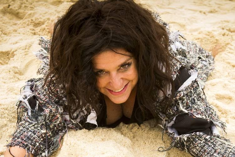 Haja Coração: Após acidente, Teodora renasce na ilha e encontra o amor