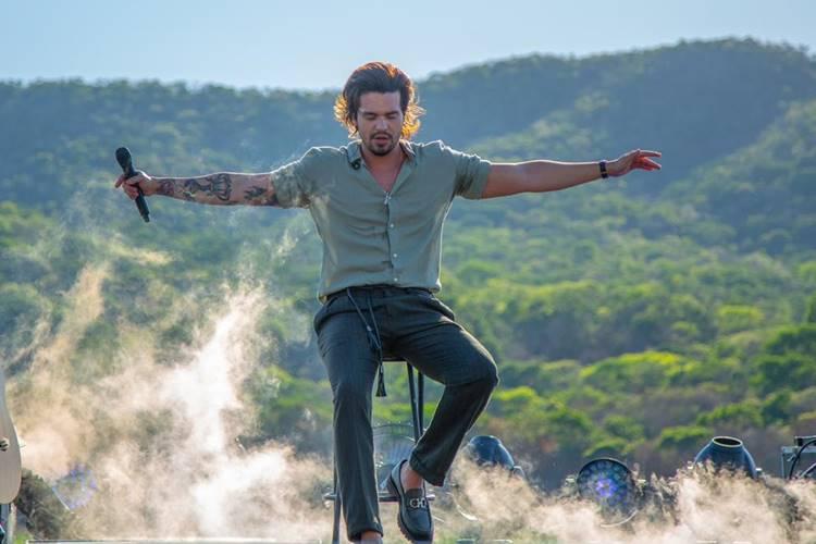 Luan Santana faz live histórica diretamente do Pantanal