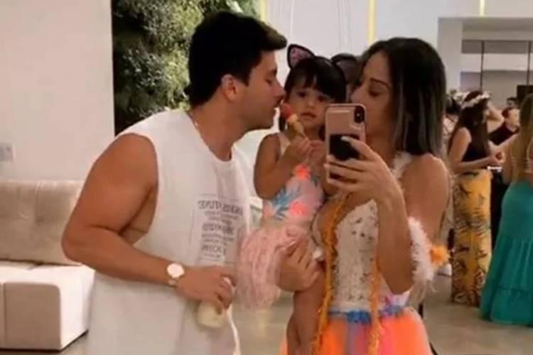 Mayra Cardi e Arthur Aguiar curtem momento em família juntos - Foto: Reprodução/Instagram@mayracardi